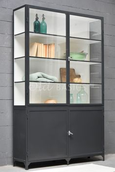 Things That You Need To Know When It Comes To Industrial Decorating You can use home interior design in your home. Even with the smallest amount of experience, you can beautify your home. Glass Shelves In Bathroom, Diy Wall Decor, Home Decor, Home Hacks, Dining Furniture, Home Interior Design, Shelving, Wall Shelves, Home And Living