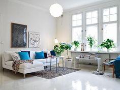 全体的に白とライトグレーでまとめながら、一色差し色(ブルー)を用いることでメリハリのある雰囲気に。