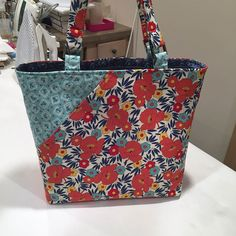 Candice bag from Lazy Girl Designs has great bag bottom support to stand up!