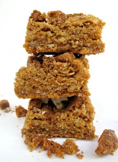Butterscotch Oatmeal Bars- topped with crunchy chopped oatmeal cookies these chewy butterscotch bars are the recipe for snack happiness!| The Monday Box