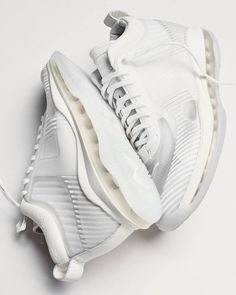 Menswear designer John Elliott teams up with Nike and LeBron James on a new lifestyle silhouette dubbed the Icon Nike Lebron, New Sneakers, Air Max Sneakers, Sneakers Nike, James White, Shoes Photo, Lebron James, Sport, White Nikes