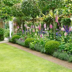 Topiary is a fantastic way of adding charm and elegance to your garden, and these examples are sure to inspire you to get clipping some of your own designs! Small Garden Borders, Cottage Garden Borders, Cottage Garden Plants, Garden Beds, Small Country Garden Ideas, Small Garden Plans, Narrow Garden, Back Garden Design, Backyard Garden Design