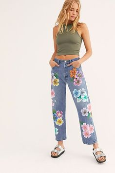 Slide View Rialto Jean Project The Garden Boyfriend Jeans Flower Jeans, Denim Flowers, Painted Jeans, Painted Clothes, Hand Painted, Over 50 Womens Fashion, Fashion Over 50, Hippie Jeans, Denim Branding