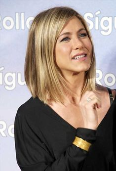 15 Spectacular Jennifer Aniston Long Bob Pictures: #14. Chic Haircut