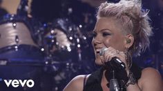 P!nk's official live video for 'Try'. Click to listen to P!nk on Spotify: http://smarturl.it/PSpot?IQid=PTLV As featured on The Truth About Love. Click to bu...