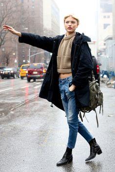 Rainy Day Outfits round up 7 stylish rainy day outfits crossroads Rainy Day Outfits. Here is Rainy Day Outfits for you. Rainy Day Outfits round up 7 stylish rainy day outfits crossroads. Street Style New York, Street Style Chic, Looks Street Style, Looks Style, Style Me, City Style, Fashion Moda, Look Fashion, Net Fashion