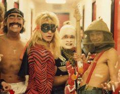 Rare photos of Van Halen performing in Halloween costumes! Alex Van Halen, Eddie Van Halen, David Lee Roth, Van Halen 5150, Sammy Hagar, Famous Musicians, Funny Halloween Costumes, Happy Halloween, Halloween Photos
