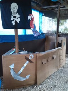 DIY! Using cardboard boxes to make a pirate ship for a children's birthday party. Lots of fun for the kids!!!