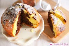 La Torta Marmorizzata è una ricetta preparata con ingredienti semplici ma il risultato è delizioso: una torta umida all'interno e profumatissima!