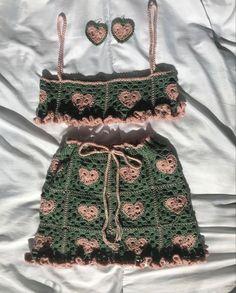 Crochet Crop Top, Cute Crochet, Crochet Crafts, Crotchet, Fashion Sewing, Diy Fashion, Fashion Outfits, Crochet Designs, Crochet Patterns