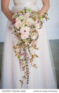 MY BOUQUET: I LOVE this style of the main trailing bouquet - spray painted gold leaves as well with big pink and white blooms