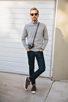 grey sweater × dark denim. Simple and Casual