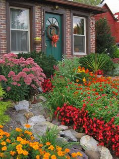 mix border in front yard
