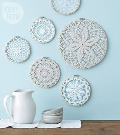 Style at Home managing editor and resident crafter Catherine Therrien shows you how to update Grandma's doilies to create wintry wall art. home on a budget DIY project: Wintry wall hangings Doilies Crafts, Paper Doilies, Crochet Doilies, Crochet Mandala, Diy Crochet, Fabric Crafts, Diy Crafts, Style At Home, Diy Organizer