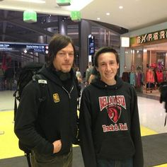 #Sacremento airport Reedus and Fan boy 3/7/14