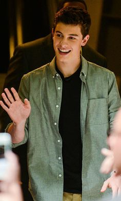 Canadian singer Shawn Mendes reaches number 1 on iTunes
