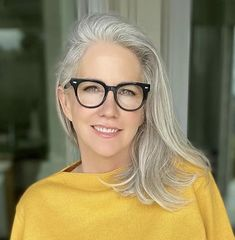 Gray Hair Growing Out, Grow Hair, Grey Hair Inspiration, Style Inspiration, Silver Haired Beauties, Salt And Pepper Hair, Ageless Beauty, Going Gray, Grow Out