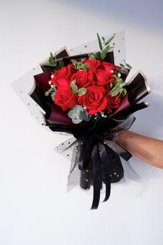 9支大玫瑰花束 • 韩式花束 • 黑色 Blackbouquet 9 Roses Bouquet 👉🏼 Rm 150 • Free Cocotina Gift Card : Write Message  👉🏼 #玫瑰花束 #9朵玫瑰花束 #手花 #龙藤心形花束 #心形玫瑰花束 #满天星花束  #节日爆款花束 #Rosebouquet #韩式花束 #新款花束 #特别花束 #大体花束 #Pandamart #Foodpanda #Pandashop  #johorflorist #floristjohor #jbflorist #flowerstagram #flowerbouquet #koreastylebouquet #handbouquet #花店 #新山花店 #florist #小天使花店 #小天使花屋 🌾 instagram@angelfloristgiftcentre ✉️ angelfloristgiftcentre@hotmail.com 🕊 www.wasap.my/60106608200