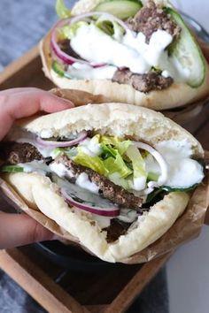 Hjemmelavet Kebab Serveret I Pitabrød Med Yoghurt Dressing – One Kitchen – A Thousand Ideas