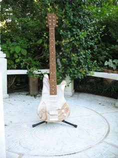 edible guitar - fondant Grooms, Fondant, Wedding Cakes, Guitar, Boyfriends, Fondant Icing, Wedding Pie Table, Cake Wedding, Wedding Cake