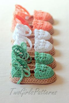 Crochet Sandal Pattern - Baby Espadrilles - Too cute! I wish I knew how to crochet! Crochet Sandals, Crochet Baby Booties, Crochet Slippers, Knitted Baby, Crochet Crafts, Yarn Crafts, Crochet Projects, Crochet Bebe, Crochet For Kids