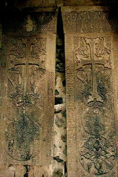 The famous 13th century Armenian-inscribed double khachkars of the Memorial Bell-Tower of the Dadivank Monastery | Culture of Nagorno-Karabakh - Wikiwand