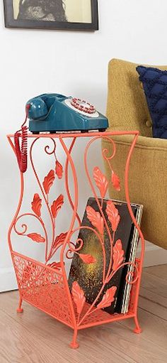 floral side table http://rstyle.me/n/bp983r9te