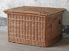 This vintage wicker basket trunk is a British classic and uses traditional woven willow craft skills. Vintage Bench, Vintage Chairs, Vintage Metal, Wicker Trunk, Wicker Baskets, Wicker Furniture, Vintage Furniture, Wooden Chest, Vintage Luggage