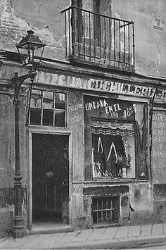 1944. Calle de Cuchilleros. Madrid Antique Photos, Vintage Photos, Old Pictures, Old Photos, Foto Madrid, City Drawing, Spain Images, Pamplona, Baja California