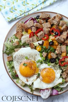 Konkretna sałatka z sadzonym i grzankami   Zdrowe Przepisy Pauliny Styś Cobb Salad, Food, Animation, Art, Diet, Art Background, Essen, Kunst, Meals
