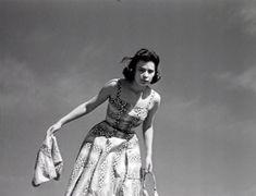 'Λατέρνα, Φτώχεια Και Γαρύφαλλο' (1957) Greek, Backless, Cinema, Wonder Woman, Superhero, Black And White, 1950s, Photography, Fictional Characters