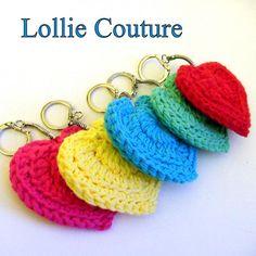 Stricken Keychain Making – Amigurumi Herz Keychain Making – diy Crochet Gratis, Cute Crochet, Crochet Keychain Pattern, Work Gifts, Crochet Accessories, Crochet Projects, Crochet Patterns, Blue Yellow, Red Green