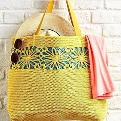Taken from : What would you stash in this sunshiny tote bag - beach stuff? ☀️👜🙊 Find the pattern by in issue Simply Crochet, Crochet Twist, Crochet Designs, Crochet Patterns, Basket Bag, Knitted Bags, Crochet Bags, Crochet Hair Styles, Handmade Bags