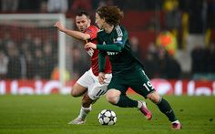 Ryan Giggs twists Luka Modric inside out Real Madrid Pictures, Old Trafford, Pom Poms, Champions League, Twists, Manchester United, The Unit, Hero, Football