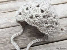 Have a sweet new baby to crochet for? Make them this vintage inspired FREE Crochet Baby Bonnet pattern from Julie Measures Baby Bonnet Pattern, Crochet Baby Bonnet, Baby Hat Patterns, Baby Afghan Crochet, Baby Girl Crochet, Baby Knitting Patterns, Crochet Patterns, Beanie Pattern, Crochet Round