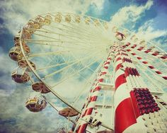 Ferris Wheel in red and white
