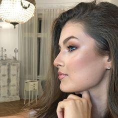 "Denisa Stanciu • M U A • on Instagram: ""Posh Glow and #nofilter 🤩✨ • • • • Using @bioderma_romania moisturizer as base @maccosmeticsartistromania studio sculpt foundation…"""