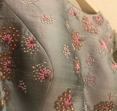 Zardozi Embroidery, Embroidery On Kurtis, Hand Embroidery Dress, Kurti Embroidery Design, Bead Embroidery Patterns, Embroidery Fashion, Hand Embroidery Designs, Hand Work Blouse Design, Blouse Designs Silk