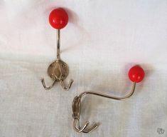 Kaksi retroa seinäkoukkua Belly Button Rings, Drop Earrings, Retro, Vintage, Jewelry, Eggs, Jewlery, Jewerly, Schmuck