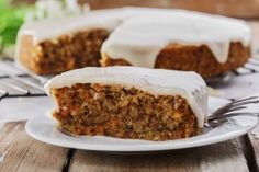 This scrumptious easy carrot cake recipe was given to me by Michelle, my dear friend Chrissy's daughter. Low Fat Carrot Cake, Easy Carrot Cake, Gluten Free Carrot Cake, Healthy Carrot Cakes, Frosting Recipes, Cake Recipes, Dessert Recipes, Food Cakes, Carrots