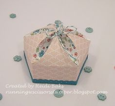 3-D Thursday: Mini Petal Box by RunningwScissorsStamper