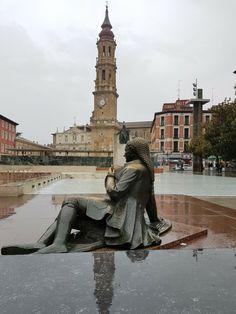 Plaza de las Catedrales, Zaragoza con lluvia.