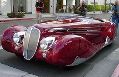 The Delahaye Automobile Manufacturing Company was started by Emile Delahaye in 1894 in Tours, France. His first cars were belt-driven, with single or twin cylinder engines. In Delahaye left the firm and the renamed company, the Societe des Automobile Cars Vintage, Retro Cars, Antique Cars, Classy Cars, Sexy Cars, Ford Gt, Art Deco Car, Automobile, Roadster