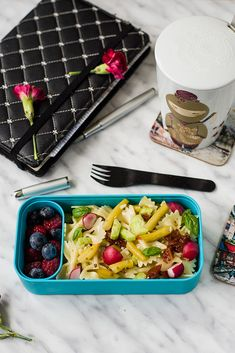 Filozofia Smaku: Make bento, not war! Bento Box Lunch, Whippet, Meal Prep, Picnic, Food Ideas, Food And Drink, Healthy Eating, War, Foods