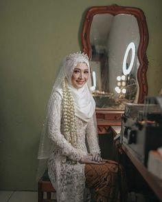 Kebaya Wedding, Muslimah Wedding Dress, Hijab Style Dress, Muslim Wedding Dresses, Wedding Bride, Bridesmaid Dresses, Wedding Hijab Styles, Kebaya Brokat, Wedding Makeup Looks