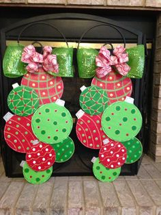 Christmas Mantel Scarf, Wooden Christmas Ornaments, Christmas Door Decorations, Grinch Christmas, Christmas Mantels, Christmas Wood, Christmas Tree Toppers, Christmas Signs, Christmas Time