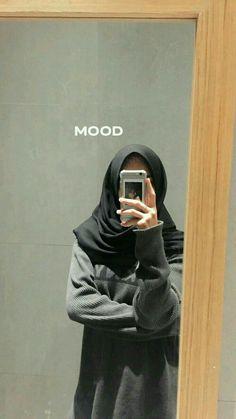 @mikucasco 🍃 Casual Hijab Outfit, Ootd Hijab, Hijab Chic, Stylish Photo Pose, Stylish Girls Photos, Hijabi Girl, Girl Hijab, Muslim Girls, Arab Girls