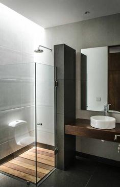 cloison verriere, verriere douche, salle de bain avec verrière, lavabo rond blanc, meuble wc suspendu blanc, plafond gris, carrelage du sol noir