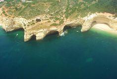 """Praia do Benagil - Mais fotos de Algarve, clique na foto (via Guia Viajar Melhor """"Um passeio pelas melhores praias na região do Algarve em Portugal"""")"""
