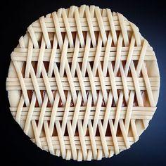 This pie lattice work by Lauren Ko Pie Dessert, Dessert Recipes, Breakfast Recipes, Biscuits Végétaliens, Beautiful Pie Crusts, Pie Crust Designs, Pie Decoration, Pies Art, My Pie